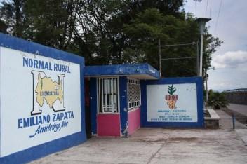 Durante nuestros recorridos, pudimos visitar la Normal Rural Emiliano Zapata.