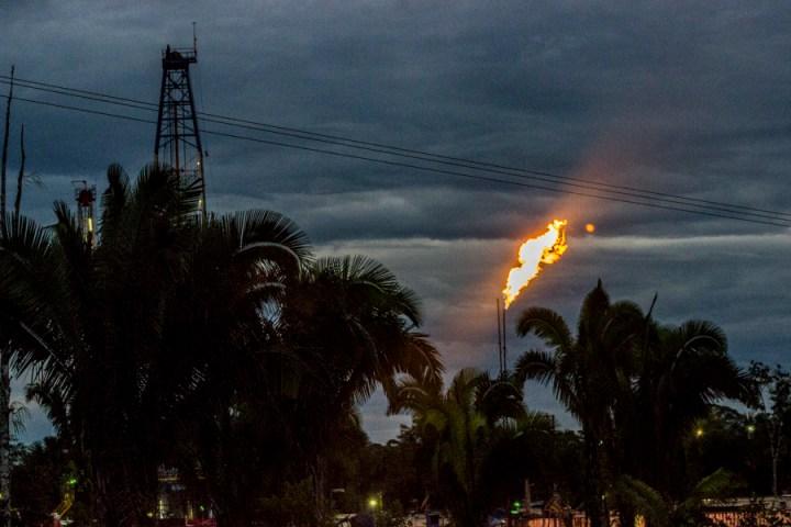 Fogonera del pozo Quillasinga de la Empres Consorico Colombia Betra Energy que opera en la Amazonía de Colombia.