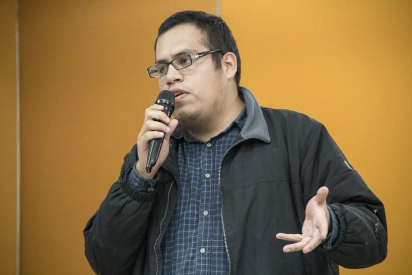 Un compañero del Sindicato Mexicano de Electricistas contesta las preguntas de los dictaminadores. Fotografía: Heriberto Paredes
