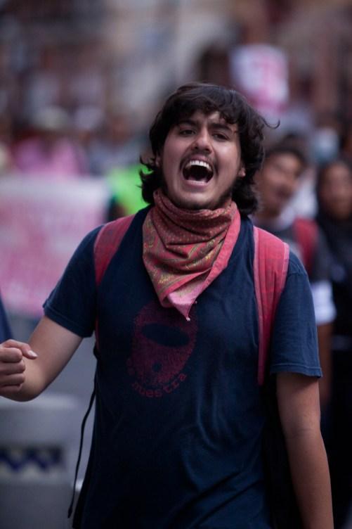 Este 2 de octubre manifestantes marchan por las calles principales de la ciudad de Puebla.Fotos: Ricardo de la Rosa