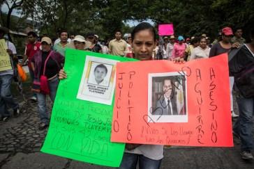 Familiar de uno de los 43 desparecidos