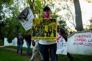 Marcha por desaparecidos de Ayotzinapa en Morelia - Alejandro Amado (11)