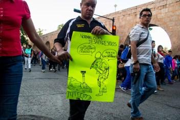 Marcha por desaparecidos de Ayotzinapa en Morelia - Alejandro Amado (13)