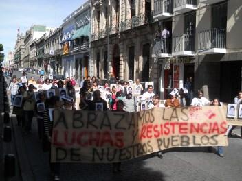 Más de 3 mil universitarios marcharon en las calles centrales de Puebla como parte de las acciones globales.