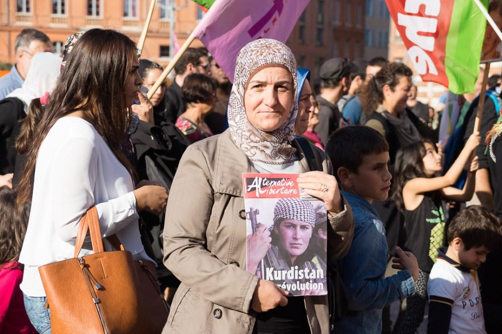 Kurda y libertaria. Marcha de solidaridad con Kobané, Siria.