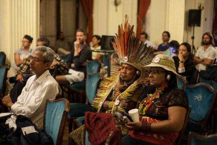 Representantes del pueblo Huni Kui del estado del Acre, en Brasil, durante las sesiones del tribunal internacional por los derechos de la naturaleza. Foto: Juliana Bittencourt