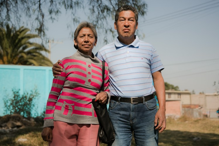 Sergio Velázquez acompañado de su esposa. Fotografía: Giulia Iacolutti