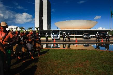 Brasil: indígenas ocupan congreso contra proyecto que vulnera derechos sobre sus territorios