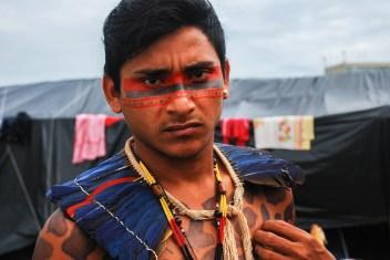 Indígena del estado de Pará, del pueblo tembé. Un pueblo que ha sido impactado principalmente por la explotación intensiva de madera. Fotografía: Santiago Navarro F.
