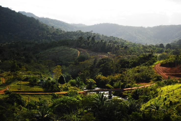 Vista de Sierra do Padeiro, es una de las aldeas más recónditas, inmersa dentro de la selva tropical del estado de Bahía, Brasil. Fotografía: Santiago Navarro F.