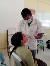 Odontólogos de Unam y Uam integrantes de la Brigada de Salud Multidisciplinaria