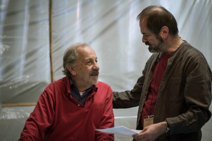 Adolfo Gilly intercambia algunas impresiones con Juan Villoro. Fotografía: Heriberto Paredes