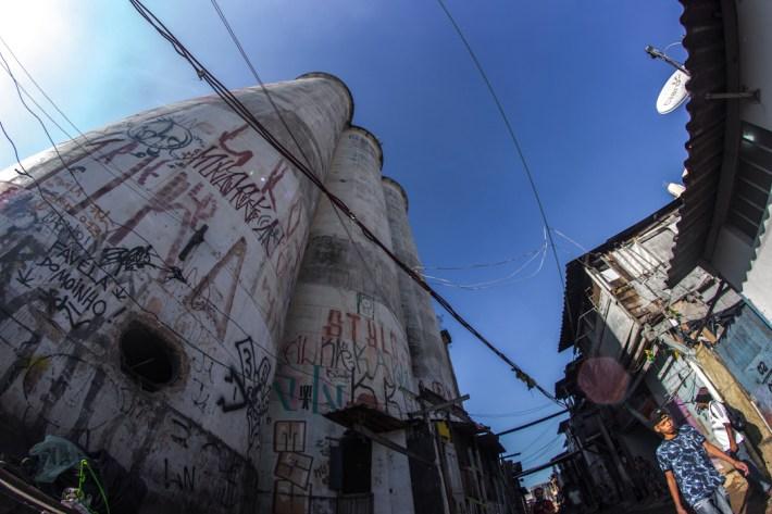 4 junio 2015. Compartición de la Caravana 43 Sudamérica en la favela de Mohino en la ciudad de Sao Paulo. Lxs familiares de los estudiantes desaparecidos de la escuela Normal de Ayotzinapa visitaron la comunidad de Mohino donde viven cientos de familias que ha resistido frente a los ataques del gobierno paulista que intenta desalojarlos para construir una zona residencial. Al evento asistieron colectivos y grupos autónomos que compartieron sus experiencias de lucha y organización con la caravana 43.
