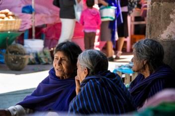 Mujeres en la Plaza principal de Cherán. Por Elis Monroy