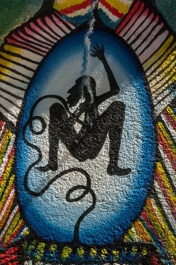Detalle del mural que cubre la cabina de Radio Ñu Kaan. Por Regina López.