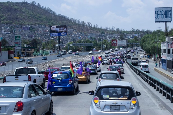 La caravana salió del centro de Ecatepec rumbo al metro Indios Verdes.