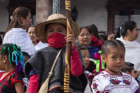 «Ser orgullosos por ser indígenas. La sangre que corre por las venas de los indígenas. Los territorios, la lluvia, las nubes, todo. El sol, la luna, las barrancas. Todo eso es parte de la reconstitución del territorio.» Nos comentó Don Guadalupe Tehandon, comunero de Cherán. Por Xilonen Pérez.