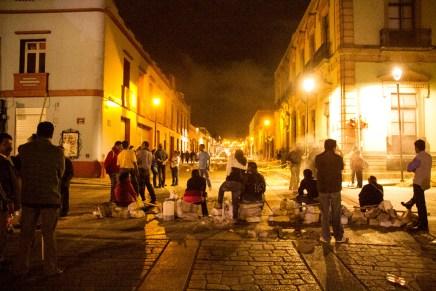 Tras noche de represión en Oaxaca, semana será de movilización en todo México