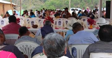 10 de Abril 2015. Ejido de Buena Vista. Municipio de San Luis Acatlán, Guerrero. México. Inauguración de la radio comunitaria; Radio Zapata 94.1 de FM. En medio de las autoridades comunitarias y los asistentes 43 sillas para recordar a los jóvenes de la normal rural de Ayotzinapa, desparecidos. Foto: José Luis Santillán.