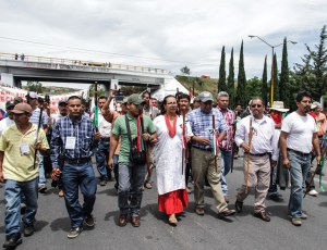 Autoridades tradicionales de Oaxaca marchan en Nochixtlán