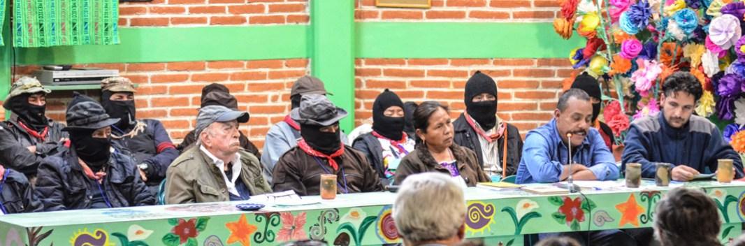 """15 de Abril 2017. CIDECI San Cristóbal de las casas. Chiapas. Carlos González integrante del CNI, quien durante su intervención se refirió a la propuesta CNI-EZLN aclarando; """"No es la ocurrencia de una sola persona que le dice a una masa de gente fácil de manipular."""" Asevero que más de 300 delegados de distintos pueblos indígenas del país, analizaron cuidadosamente y decidieron participar, porque; """"La propuesta del CNI es para atajar la tormenta que va arrastrándonos"""" y """"cuyos resplandores apenas comienzan pero son difíciles de describir."""" Sin embargo enfatizo que la propuesta tiene en la mira """"construir autonomía y gobiernos propios."""" Fotografía: José Luis Santillán."""