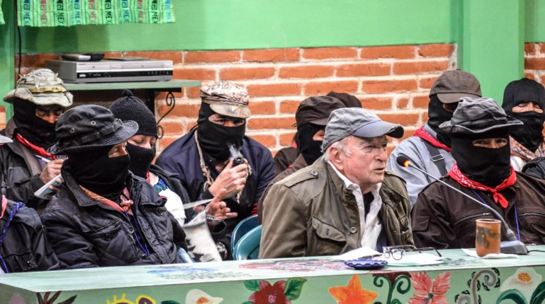 """15 de Abril 2017. CIDECI San Cristóbal de las casas. Chiapas. Don Pablo González Casanova realizo un recuento histórico para señalar los valores de la izquierda y así no caer en la confusión de que ahora cualquier proyecto se denomine de izquierda sin el mínimo respeto por ellos. Don Pablo señalo rotundamente; """"respetar la dignidad del ser humano, es la lucha más grande que aun continua, como un reto."""" Y finalizo señalando; """"Si los neoliberales tienen un proyecto universal, nosotros (la izquierda), tenemos aquí en la Lacandona nuestro proyecto, que si la humanidad sobrevive, puede aprovechar.""""Fotografía: José Luis Santillán."""