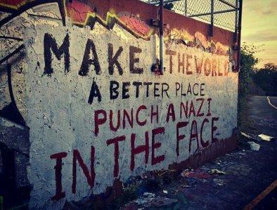 """""""Haz del mundo un lugar mejor, golpea a un nazi en la cara"""""""