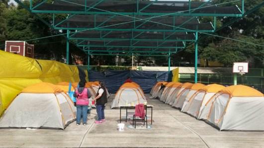 Albergue organizado por vecinxs en la colonia Centinela, para resguardar a personas evacuadas de los multifamiliares de Taxqueña. Fotografía: Agencia Subversiones, licencia copyfarleft P2P.