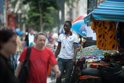 Haitianos cambian rutas de migración tras crisis en Brasil