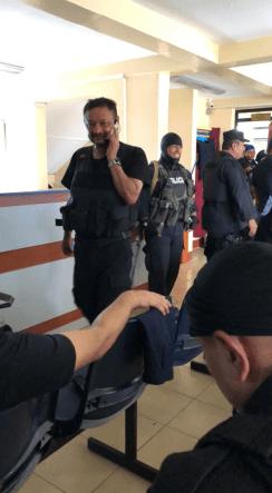 Ramon Avellan al telefono horas después de su rescate
