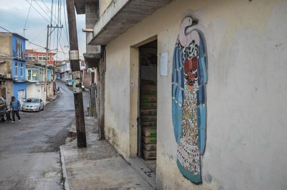 07.- Estos murales se encuentran en cualquier parte de la población, recordando que existe llamado a defender su territorio. Fotografía José Lu