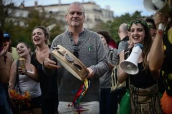 20 oct. 2018. La Plana contra La Soleam, día 10. Acá estamos. En la plaza se escuchan los tambores y los cantos.