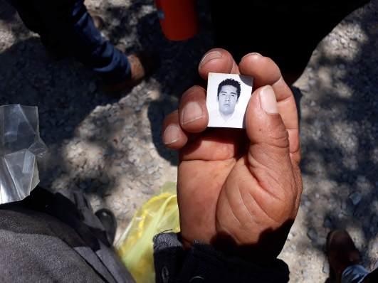 En dos días se ubicaron al menos dos osamentas en la carretera Ejido de Coapango. Foto: Alina Navarrete Fernández.