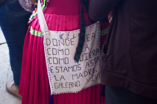 Bordando también se está luchando. Foto por Natalia Magdaleno.