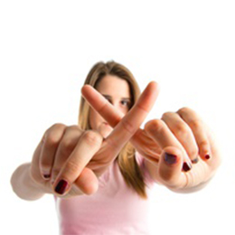 girl with crossed index fingers