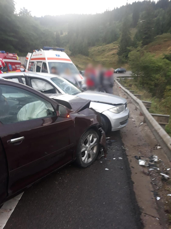 Accident rutier între două autoturisme în Pasul Mestecăniș