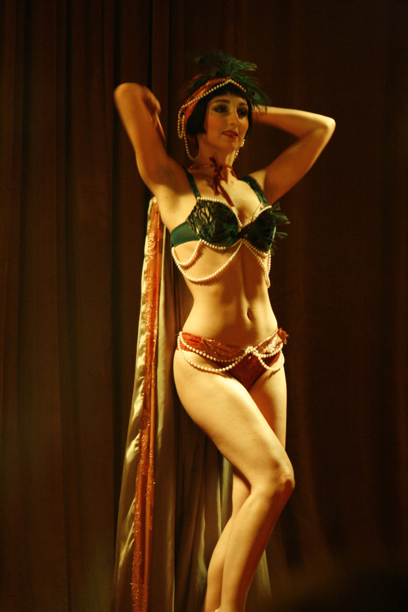 Sucre dOrge French burlesque dancer
