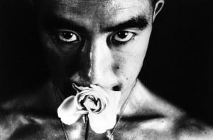 Yukio Mishima (1925-1970) Foto: Eikoh Hosoe, 1961.
