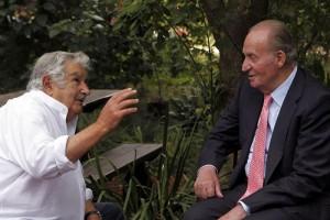 El rey Juan Carlos de Borbón con José Mujica en su chacra