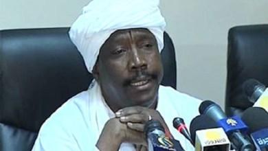 Photo of وزير الصحة السوداني يبرر علاج عقيلته بالخارج لمشاكل في التشخيص