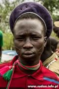 Wśród Toposa, tak jak u większości sudańskich Nilotów, charakterystyczne są tradycyjne skaryfikacje na twarzach, Napetaet.