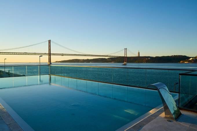 Restaurante em Lisboa tem uma piscina sobre o rio Tejo