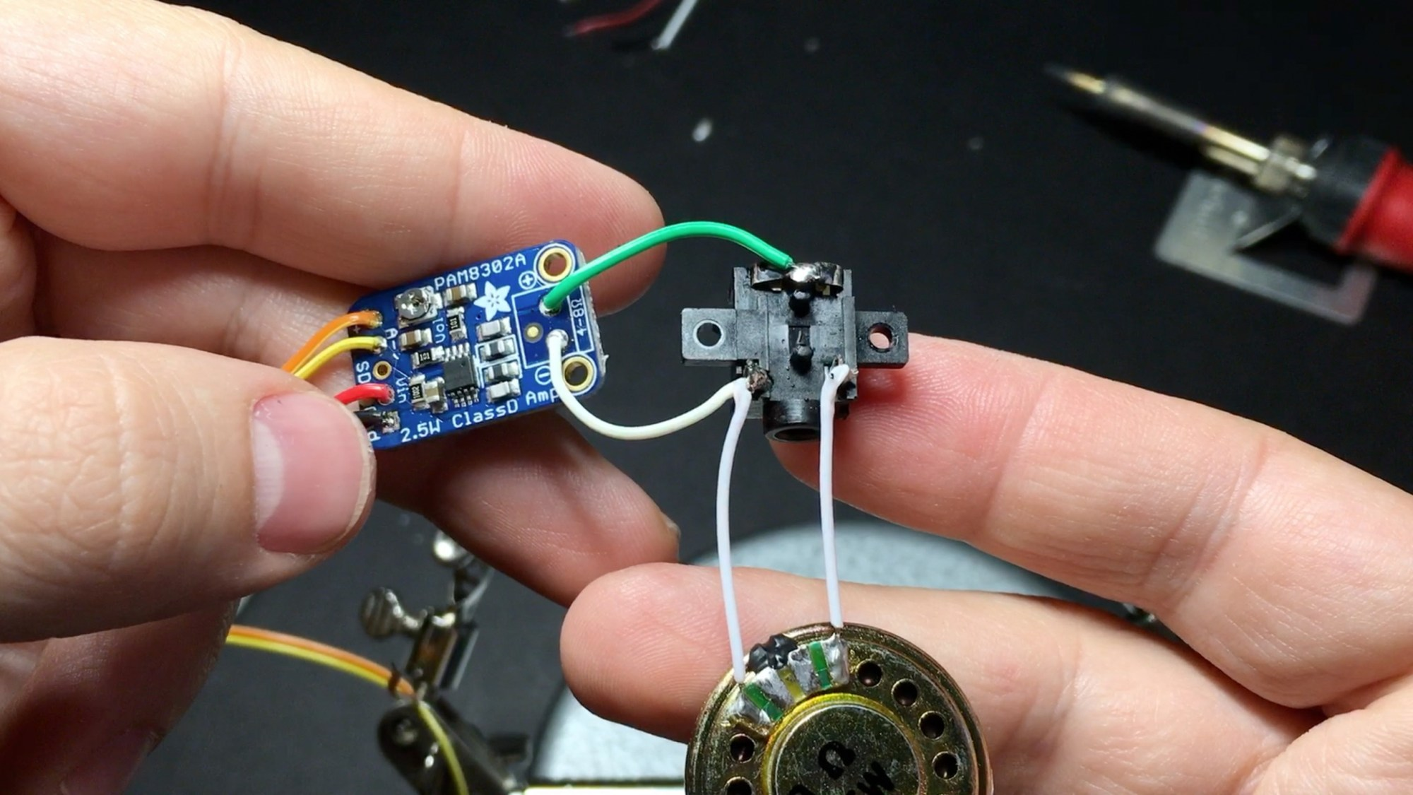 hight resolution of speaker and headphone jack to amp