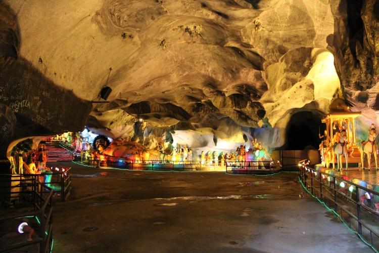 Batu caves, Ramayana Cave – Suyambu Lingam.