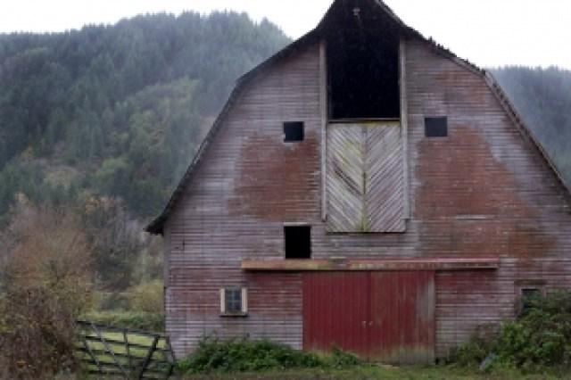 barn-in-rain-1433308-2-m