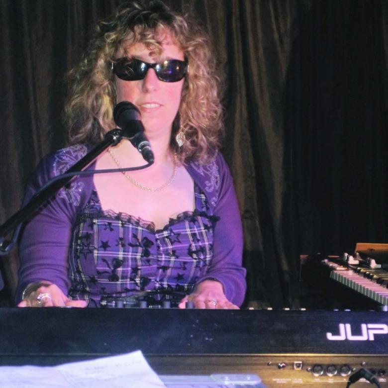 Sue Hedges playing on Jupiter