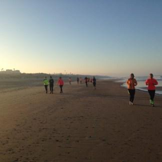 Dafür ist der Strand kurz nach Sonnenaufgang in ein ganz besonderes Licht getaucht.