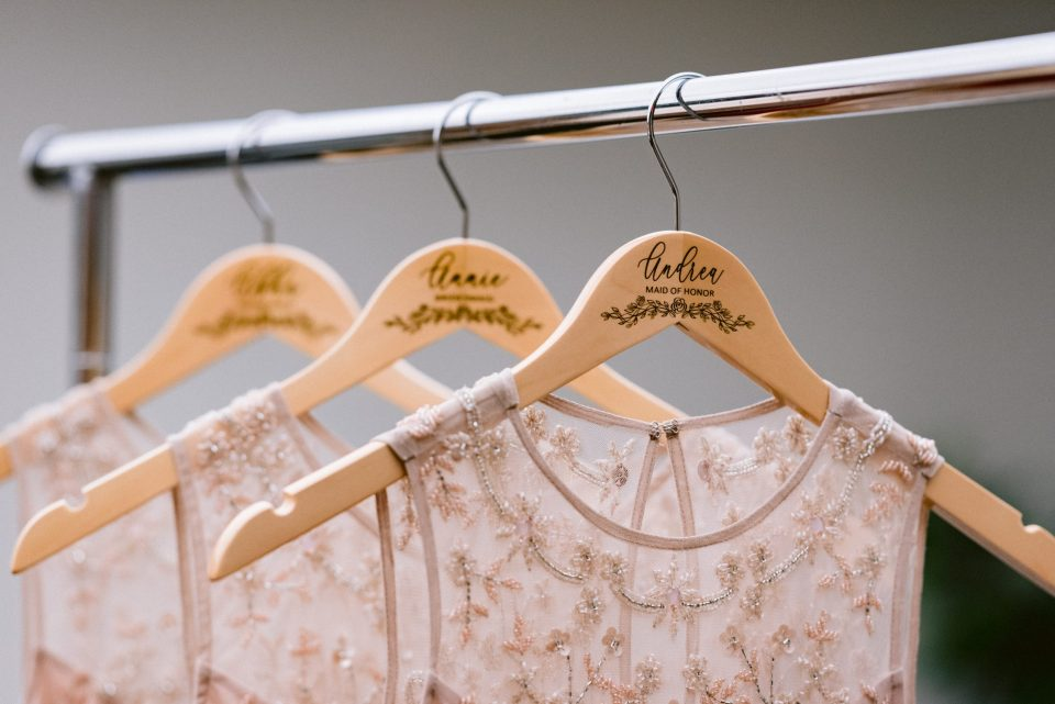 custom-bridesmaids-hangers-suessmoments-wedding-photography