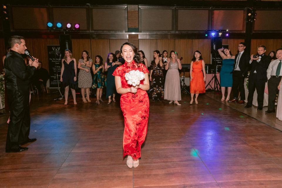 bronx-zoo-wedding-bouquet-toss-chinese-red-dress-suessmoments