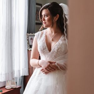 getting-ready-bride-moment-suessmoments